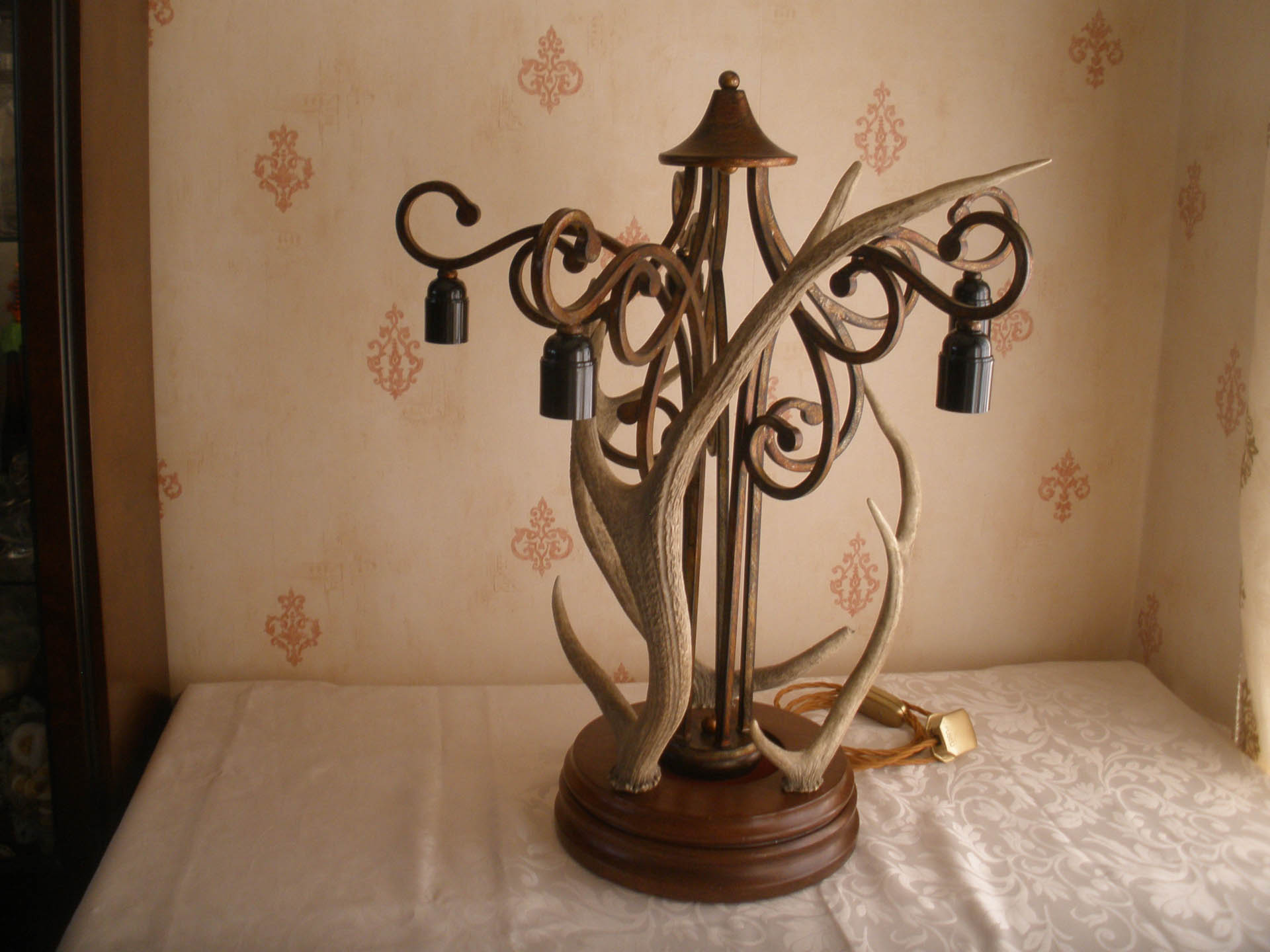 Large 'Mad' Centre-piece table Lamp